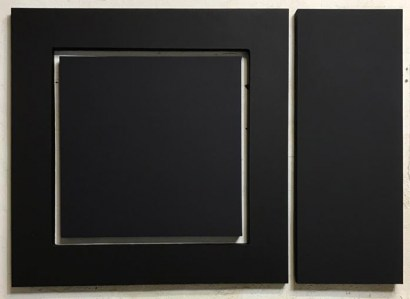 """<span class=""""nome_artista"""">Enzo Cacciola<p class=""""nome_opera""""> 21-12-1973 </p><p class=""""info_opera"""">superficie integrativa e pittura industriale <br>1973, cm 105x148</p></span>"""