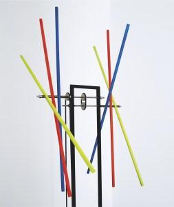 "<span class=""nome_artista"">Hugo Demarco<p class=""nome_opera""> SUPERPOSITION COULEURS</p><p class=""info_opera"">legno, acciaio, luce, elettromotore<br>1970, cm 134 x 60 x 40</p></span>"