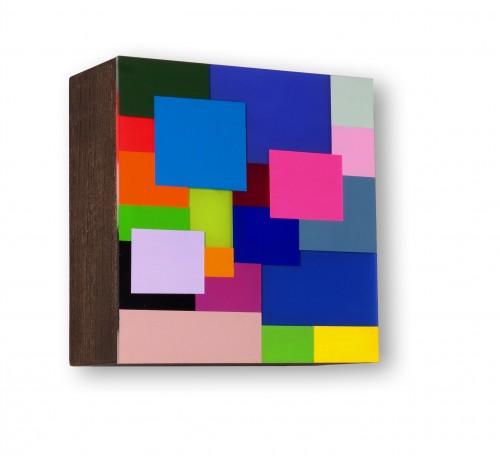 """<span class=""""nome_artista"""">Marco Casentini<p class=""""nome_opera"""">FAMILY PICTURES</p>2015</p><p class=""""info_opera"""">acrilico e vernice su perspex su legno</p><p class=""""misure_opera"""">cm 23 x 23 x 9</p></span>"""
